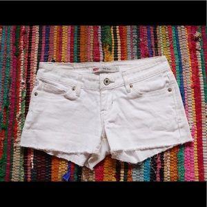 White Levi's Shorts w/Fray